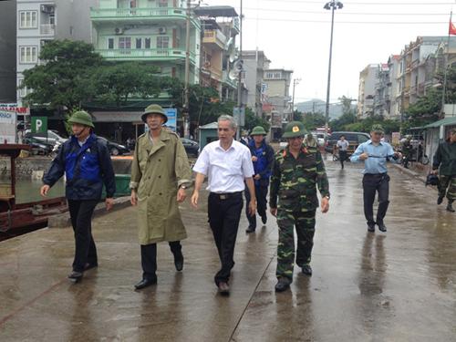 Lãnh đạo tỉnh Quảng Ninh kiểm tra phòng chống bão tại cảng cá Vân Đồn