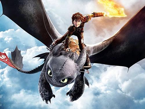 Nhân vật Hiccup bay lên lưng chú rồng Răng Sún trong phim How to Train Your Dragon 2 Nguồn: DreamWorks