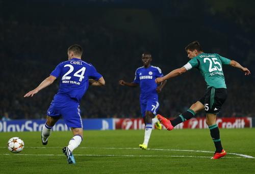 Hunterlaar ghi bàn gỡ hòa 1-1 cho Schalke 04