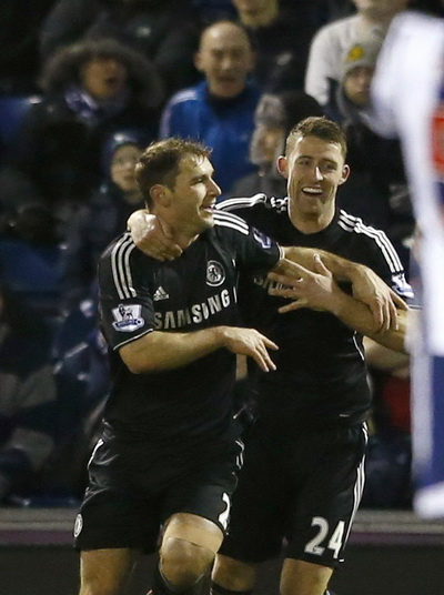 Ivanovic (trái) vui mừng với bàn mở tỉ số cho Chelsea