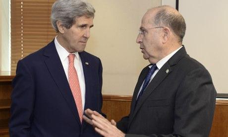 Ngoại trưởng Mỹ John Kerry và Bộ trưởng quốc phòng Moshe Yaalon. Ảnh: Tân Hoa Xã