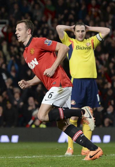Evans vui mừng sau bàn mở tỉ số