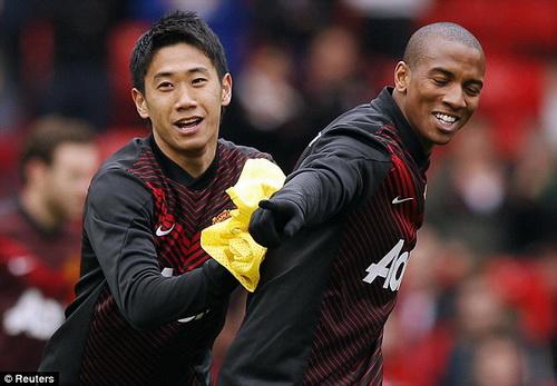 Kagawa và Young khó giữ được chỗ đứng ở Old Trafford