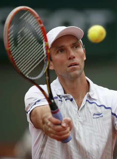 Ivo Karlovic đánh bại tiểu Federer