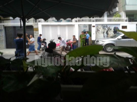 Lực lượng công an khám xét nhà Nguyễn Anh Tuấn ở đường Hoa Lan, quận Phú Nhuận, TP HCM, vào ngày 7-10 - Ảnh: Tân Tiến