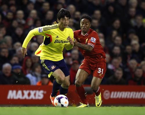 Ki Seung-yeung rút ngắn cách biệt cho Sunderland