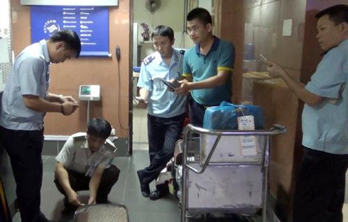 Kiểm tra hanh lý thất lạc tại sân bay quốc tế Nội Bài