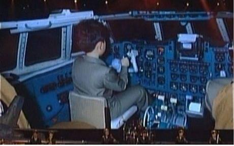 Hình ảnh ông Kim khi là một thiếu niên ngồi trong buồng lái máy bay. Ảnh: KCTV