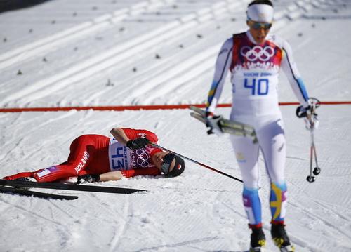 Kowalczyk gục ngã sau khi về đích