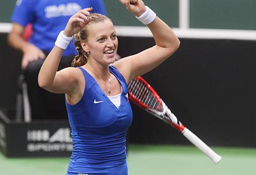 Petra Kvitova giành hai trận thắng đơn, giúp CH Czech lọt vào chung kết