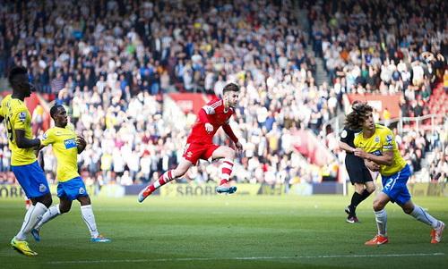Lallana ghi bàn cho Southampton trước Newcastle