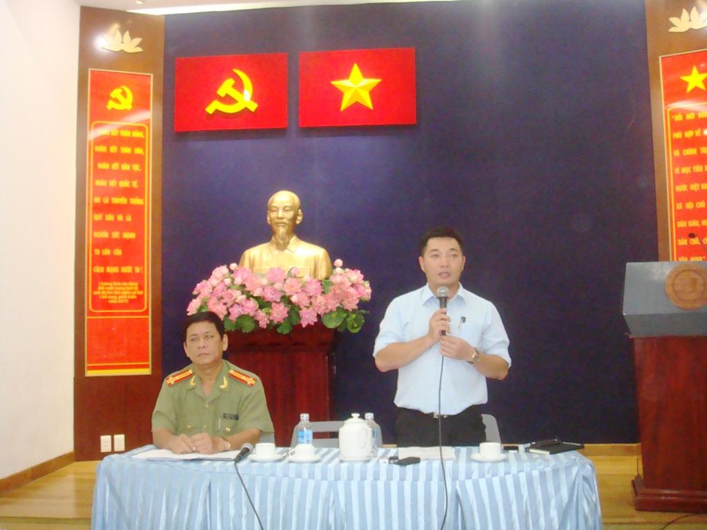Ông Lê Trương Hải Hiếu, Phó Chủ tịch UBND quận 1 - TP HCM, thông tin về vụ tự thiêu trước cổng Hội trường Thống Nhất vào sáng 23-5, nhằm phản đối Trung Quốc.