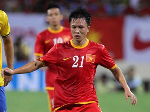 Cầu thủ Trần Mạnh Dũng khi khoác áo đội tuyển Quốc gia trong trận đấu với Arsenal trên sân Mỹ Đình