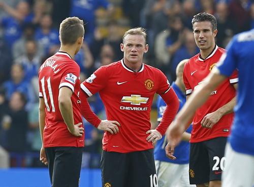 Rooney và đồng đội không tin vào diễn biến trận đấu, từ chỗ dẫn bàn, M.U thua ngược 3-5