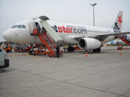 Một chiếc máy bay của hãng Jetstar Pacific tại sân bay quốc tế Tân Sơn Nhất - Ảnh minh họa
