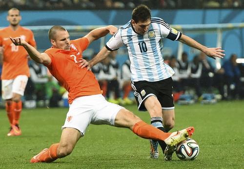 Hà Lan vào đến bán kết và dừng bước trước Argentina
