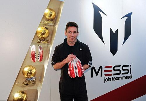 Messi với bộ sưu tập giày, bóng Adidas