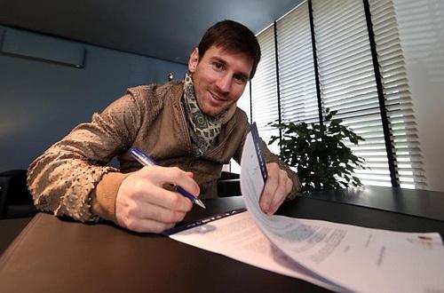 Leo Messi sẽ ký bản hợp đồng thứ 7 trong chín năm với Barcelona