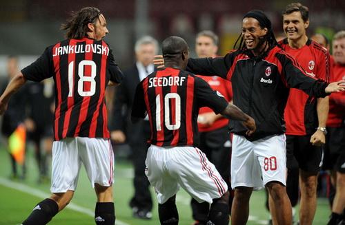 Từng là thành viên của AC Milan với nhiều tên tuổi lớn
