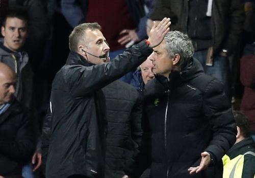 Người đặc biệt Jose Mourinho có khả năng bị truất quyền chỉ đạo trên sân nhiều trận sau hàng loạt sự cố