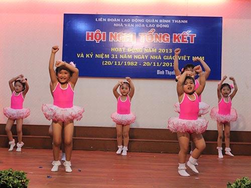 Một tiết mục biểu diễn của nhóm múa thiếu nhi Nhà Văn hóa Lao động quận Bình Thạnh  ẢNH: THANH NGA