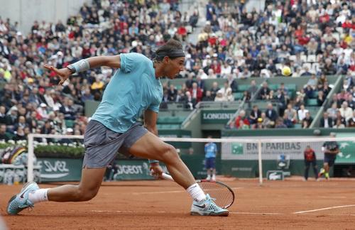Nadal đánh sân phụ vẫn hay