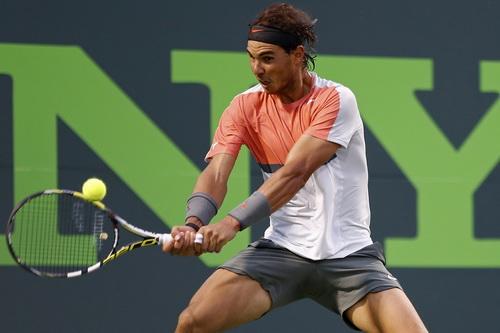 Nadal để mất ván đầu nhưng thắng lại hai ván trước Raonic