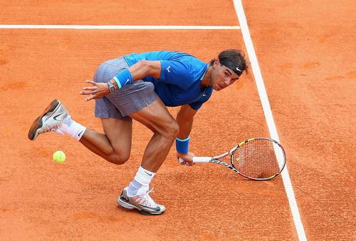 Nadal thi đấu vất vả trước Ferrer ở tứ kết