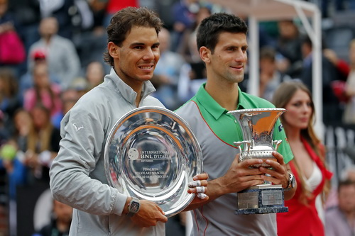 Nadal nhận cúp mà lòng chạnh buồn