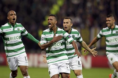 Nani (giữa) ghi bàn nhưng Sporting Lisbon không thắng nổi chủ nhà Maribor