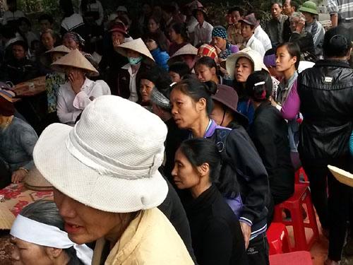 Thân nhân và người dân địa phương bàng hoàng trước việc ông Nguyễn Đình Tuy bị sát hại dã man