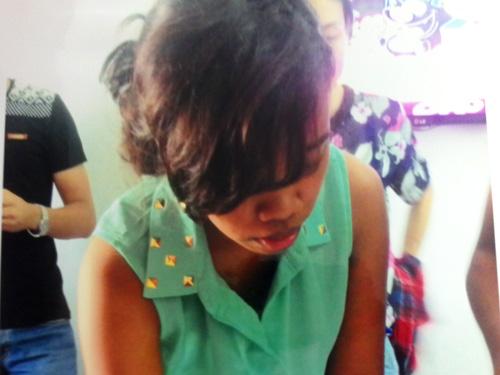 Triwenning Puji Astuli bị bắt quả tang cùng gần 5 kg heroin tang vật