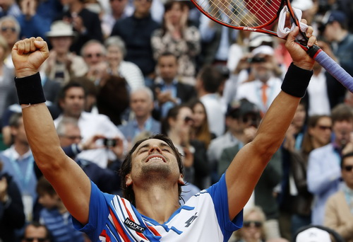 Ferrer thắng thuyết phục đồng hương Nadal, giành quyền vào bán kết