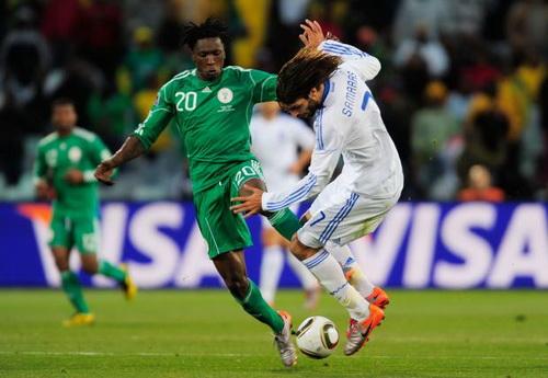 Hy Lạp (áo trắng) ở vòng chung kết World Cup 2010