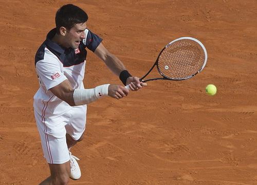 Djokovic thi đấu với cổ tay phải quấn băng ở Monte Carlo Masters