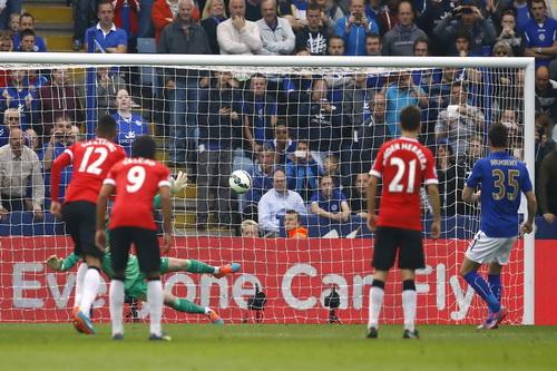 Nugent ghi bàn từ chấm 11 mét cho Leicester