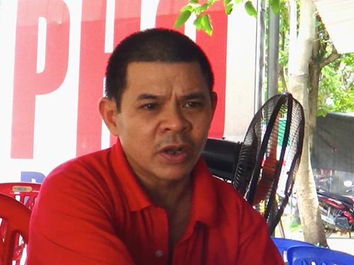 Ông Bùi Văn Sáu cho biết máy bay sau khi bị rơi đã bốc cháy rất lớn - Ảnh: Nguyễn Quyết