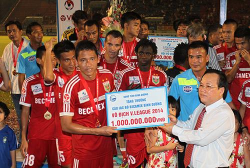 Riêng CLB Becamex Bình Dương thưởng cho đội bóng 1 tỷ đồng