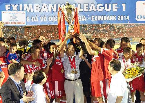HLV Lê Thuỵ Hải trong cương vị GĐKT đóng dấu ấn rất lớn trong việc đưa B.Bình Dương vô địch V-League lần thứ 3
