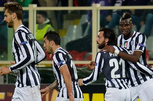Pirlo (21) vui mừng sau pha ghi bàn duy nhất, đưa Juventus vào tứ kết