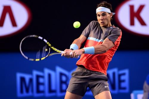 Nadal gặp nhiều khó khăn trước lối đánh của Federer