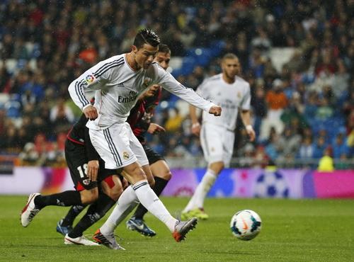 Ronaldo mở tỉ số trận đấu, khởi đầu cơn mưa bàn thắng trước Vallecano