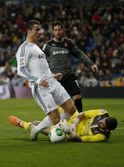 Ronaldo bất lực trước thủ môn Casilla