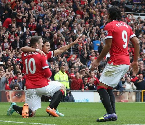 Rooney và đồng đội vui mừng au bàn mở tỉ ố