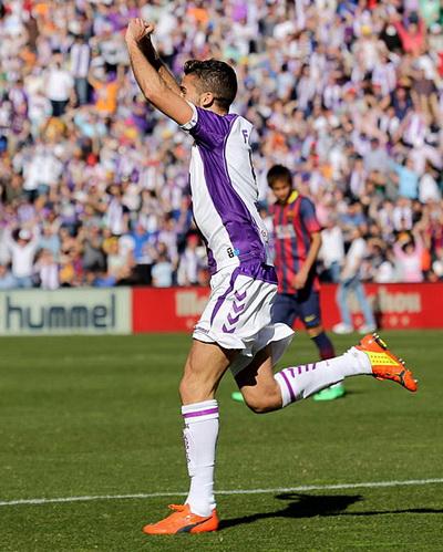 Fausto Rossi vui mừng với pha làm bàn duy nhất của trận đấu