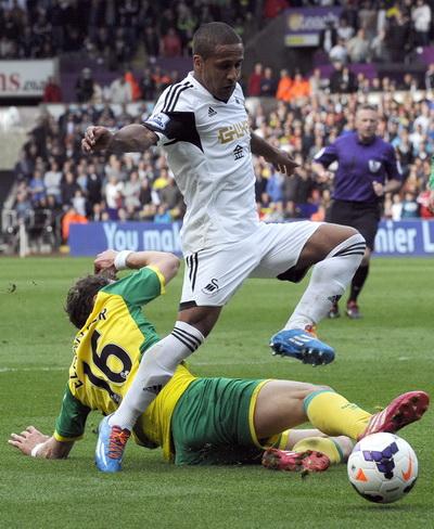 Routledge ghi bàn cho Swansea