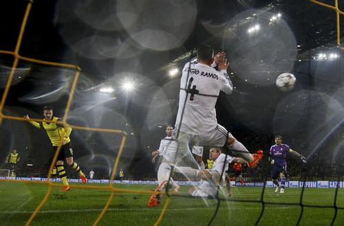 Marco Reu ghi bàn, Dortmund vẫn bị loại