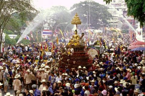 Lễ té nước cổ truyền mừng năm mới Songkran của Thái Lan. Ảnh: The Real Singapore
