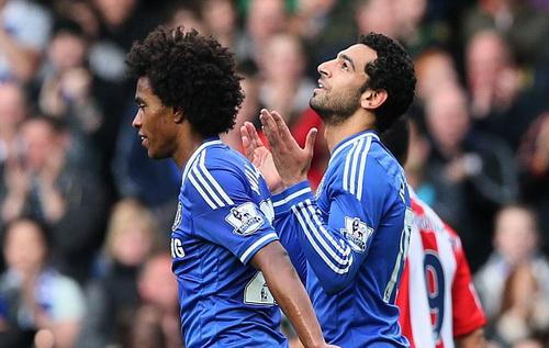 Salah (phải) lập công trong lần đầu được đá chính