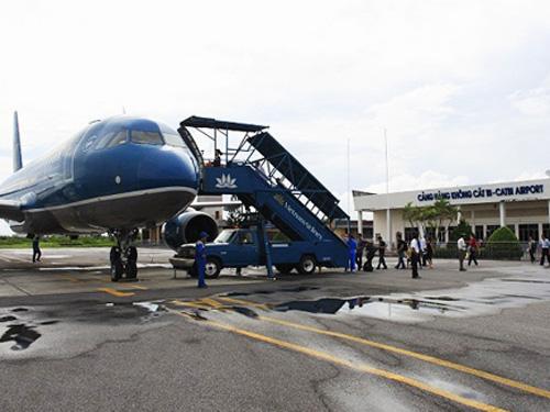 Tất cả các chuyến bay đến và đi sân bay Cát Bi (Hải Phòng) trong sáng 19-7 đều được hủy hoặc lùi giờ bay để né bão Thần Sấm